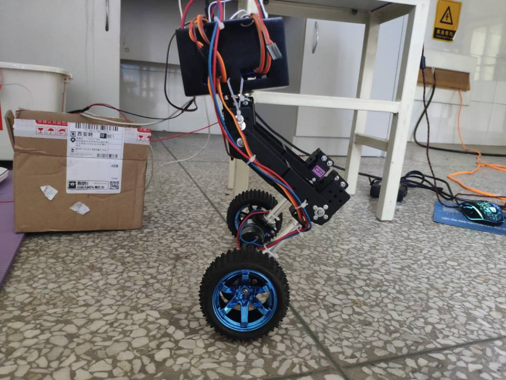 智能产品设计竞赛作品——结合轮式的双足机器人